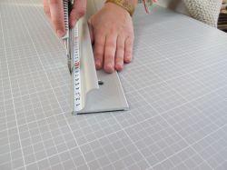 Bezpečnostní řezací pravítko 155x7cm s protiskluzovou vrstvou a měřítkem