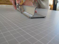 Bezpečnostní řezací pravítko 55x7cm s protiskluzovou vrstvou a měřítkem